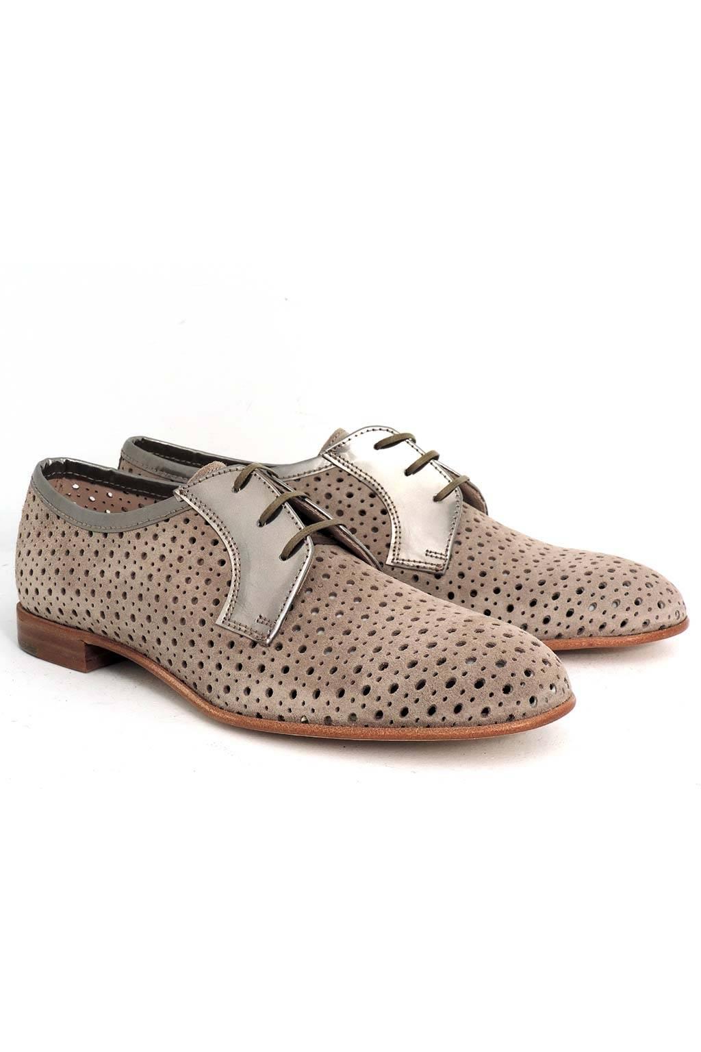 Zapato piel perforado