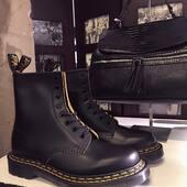 🤔¿Habías pensado alguna vez comprarte unas Martens?🤔 Cada día nuestros clientes nos enseñan una manera diferente de combinarlas. Sus posibilidades son tantas porque cada uno las adapta a su estilo y esto es lo que te hace sentir bien al ponerte una prenda o calzado, mirarte en el espejo y reconocerte🥰#medinapielmesientabien #botaspiel www.medinapiel.es