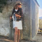 """🍂Desde 1983 un referente en #cazadorasdecuero y calzadodepiel🍂 @adri4me con cazadora perfecto, cremallera asimétrica y un elegante estampado """"misscheetah"""" 📲www.medinapiel.es 📞947190770 #WhatsAppmedinapiel682157789"""